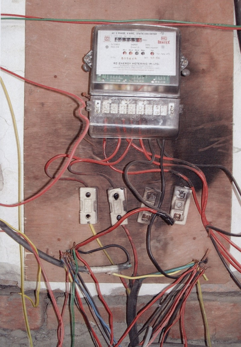 Worlds Worst Wiring The Top Three Most Shocking Electrical Devices Commenting On Photos Submitted Et Features Editor Vitali Vitaliev Said Regulations Have Kept Generations In Uk Safe From Fires And