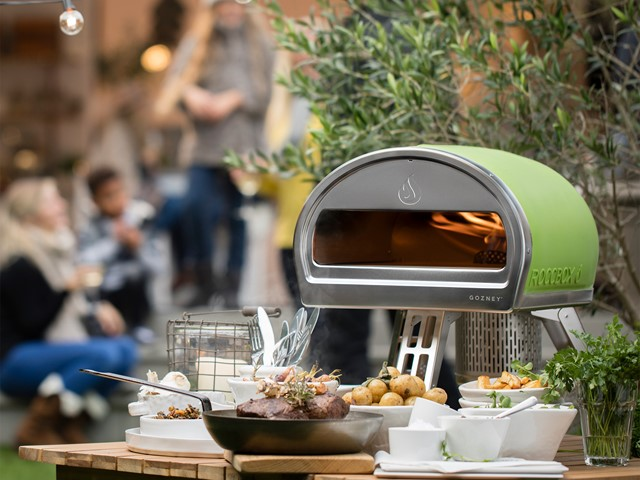 Hands On Gadget Review Gozney Roccbox Portable Pizza Oven E T